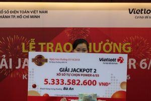 Xổ số Vietlott: Nữ khách hàng đến từ TP.HCM nhận 'chồng' tiền mặt hơn 5,3 tỷ đồng