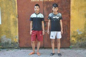Hai thanh niên táo tợn cướp tài sản của người đi đường