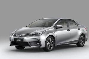 Ra mắt Corolla Altis 2018 thêm tiện nghi, giá tăng