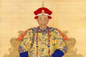 Càn Long nổi tiếng lắm thê thiếp nhưng so với giai thoại một đêm 9 phi của Khang Hi còn kém xa?