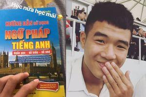 Đức Chinh khoe đang học tiếng Anh, dân mạng phán 'thật đúng thời điểm' vì lâu lắm mới thấy 'thánh lầy' không sai chính tả tiếng Việt
