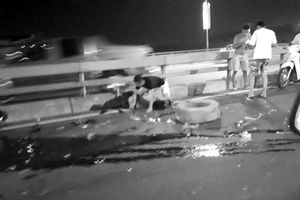Khắc phục sự cố nổ lốp trên cầu Nhật Tân, chủ xe bán tải bị tông chết