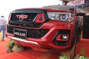 'Cận cảnh' Toyota Hilux TRD Sportivo 2018 đầu tiên tại Việt Nam