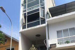 Hà Nội: Cháy thẩm mỹ viện, nhiều người mắc kẹt trong nhà 5 tầng