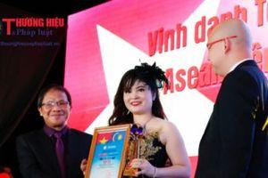 Doanh nhân Nguyễn Thị Thanh Vân được vinh danh và nhận cúp 'Doanh nhân Asean tiêu biểu năm 2018'