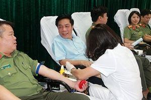 CBCS Công an Cửa khẩu Cảng hàng không quốc tế Nội Bài hiến máu cứu các bệnh nhi