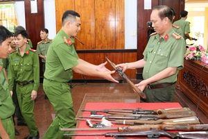 Người dân Sóc Trăng tự giác giao nộp hơn 1.300 khẩu súng các loại