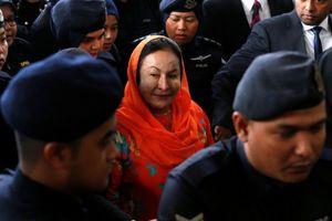 Vợ cựu Thủ tướng Malaysia bị cáo buộc 17 tội danh liên quan rửa tiền và trốn thuế