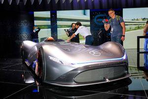 'Mũi tên bạc' Mercedes Vision EQ đẹp mãn nhãn tại Paris Motor Show 2018
