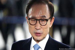 Cựu Tổng thống Hàn Quốc Lee Myung-bak bị kết án 15 năm tù vì tội tham nhũng