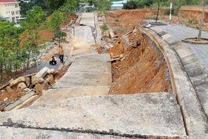 Cận cảnh sạt lở các tuyến đường trong dự án 1.400 tỉ đồng ở Kon Tum