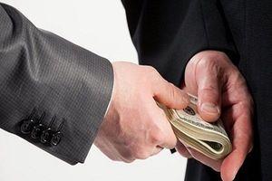Xà xẻo tiền hỗ trợ người nghèo, nguyên chủ tịch cùng kế toán xã bị khởi tố