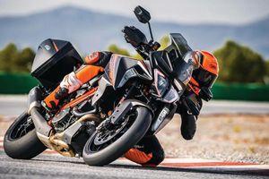 2019 KTM 1290 Super Duke GT lộ diện, nhiều công nghệ mới