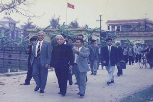 Xúc động hình ảnh nguyên Tổng Bí thư Đỗ Mười tại quê nhà