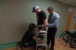 Kích thích điện giúp người đàn ông 29 tuổi thoát khỏi bại liệt