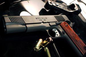 Cán bộ công an trộm 9 súng quân dụng đem bán, lãnh đạo chịu kỷ luật