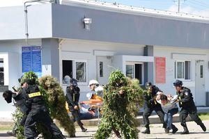 Diễn tập phương án chống khủng bố, giải cứu con tin tại GPP Cà Mau