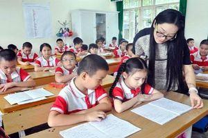 Chất nặng áp lực lên vai giáo viên