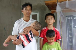 Vợ mất, người chồng nhiễm chất độc da cam nuôi 3 con bệnh tật
