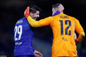 Maurizio Sarri mừng vì Alvaro Morata ghi bàn, thừa nhận cầu thủ Chelsea chơi không tốt