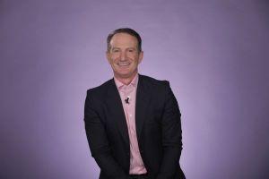 Triệu phú tự thân David Bach: 'Hãy biết tiết kiệm tiền và tận hưởng tuổi hưu'