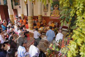 Nhiều hoạt động ý nghĩa nhân dịp lễ Sene Dolta của đồng bào Khmer