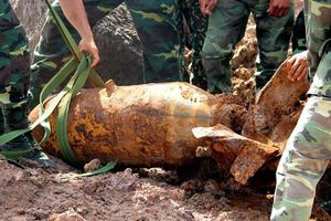 Bom 'khủng' 220kg lộ diện, nhìn lại những vụ phát hiện bom 'khủng' rúng động