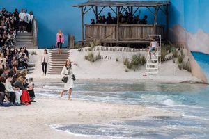 Chanel lại khiến cả thế giới sững sờ khi đem bãi biển vào lòng Paris