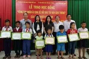 Quỹ Toyota Việt Nam (TVF) trao tặng Học bổng 'Vòng tay nhân ái'