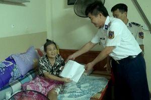 Thăm, tặng quà gia đình chiến sĩ Cảnh sát biển có hoàn cảnh khó khăn
