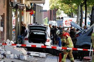 Xe ôtô đâm vào quán càphê ở Berlin gây nhiều thương vong