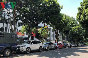 Nhiều trụ sở cơ quan Nhà nước quan trọng ở Hà Nội bị ô tô quây kín