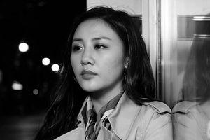 Kể lại cuộc sống không trọn vẹn của phụ nữ sau hôn nhân, Văn Mai Hương nhiều lần bật khóc