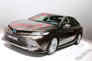 Toyota Camry 2019 với hệ truyền động Hybrid xuất hiện tại triển lãm Paris 2018