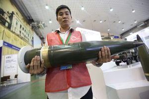 Sờ tận tay vũ khí tối tân tại triển lãm An Ninh 2018