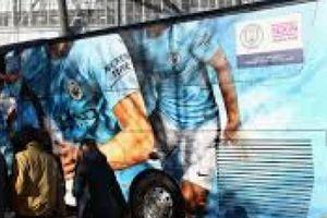 Đề phòng CĐV Liverpool, Man City lắp camera 'xịn' lên xe bus