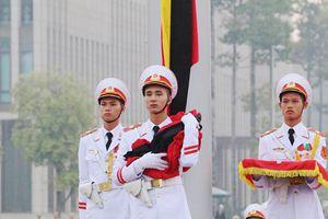 Xem nghi thức thượng cờ rủ lễ Quốc tang nguyên Tổng Bí thư Đỗ Mười