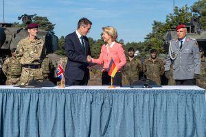 Anh-Đức ký thỏa thuận hợp tác quân sự, cam kết bảo vệ châu Âu