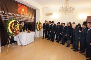 Lễ viếng và mở sổ tang nguyên Tổng Bí thư Đỗ Mười tại nhiều nước