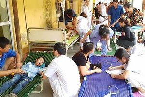 Ninh Bình: Gần 300 học sinh nhập viện cấp cứu sau bữa ăn bán trú tại trường