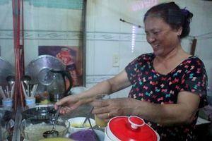 Người Sài Gòn ăn chè Huế 20 năm, quán nhỏ 'nuôi' ba thế hệ
