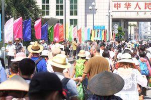 Khách Trung Quốc ồ ạt đến Quảng Ninh trong 'tuần lễ vàng'