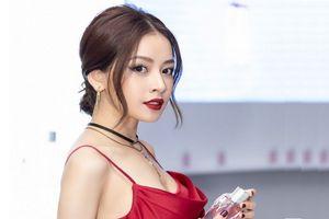 Son đỏ, mắt mèo và mi cong Thái Lan là bộ 3 bí kíp biến Chi Pu từ công chúa kẹo ngọt thành quý cô gợi cảm