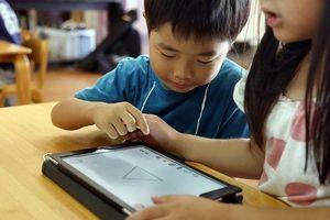 Những trường mầm non Nhật Bản cho trẻ hạ bút màu, cầm iPad