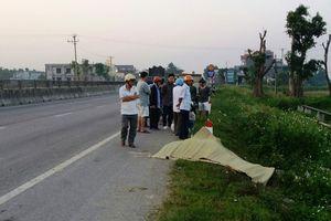 Nam thanh niên tử vong bên vệ đường trong tư thế ôm đầu