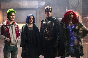 Trailer cuối cùng của 'Titans': Robin hôn Starfire đắm đuối, Raven bị Valak nhập?