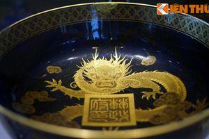 Ngắm bộ sưu tập đồ sứ ngoại dát vàng của vua nhà Nguyễn