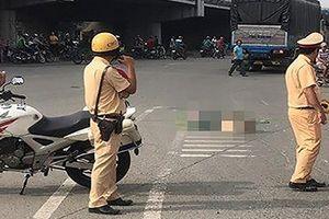 TPHCM: Xe tải tông xe máy, 2 người tử vong thương tâm