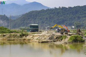 Khai thác cát tràn lan, di tích Quốc gia Thành Tam Vạn kêu cứu
