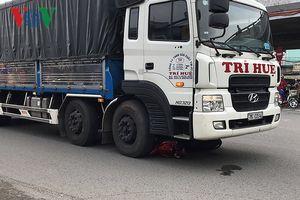 Vụ xe tải cán chết bé 3 tuổi tại vòng xoay: Người mẹ cũng đã tử vong